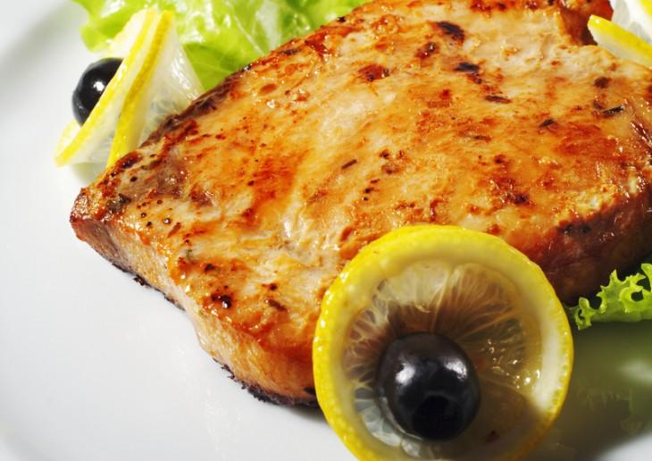 File de ton rosu cu sos de patrunjel uscat si lamaie