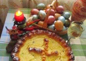 Retete de Pasti: Pasca traditionala cu branza si stafide