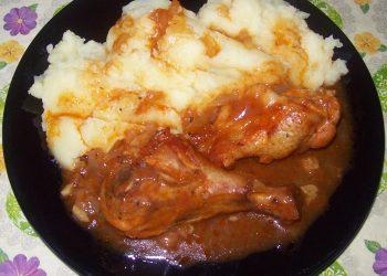Ostropel de pui cu piure de cartofi