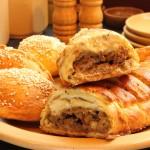 Reţete de Paşti: Plăcintă cu carne de miel, brânză şi urzici