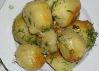 Cartofi noi cu marar si usturoi
