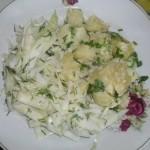 Cartofi natur cu salata de varza