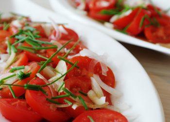 Salata de legume - sfatulparintilor.ro - pixabay-com - tomato-1207570_1920