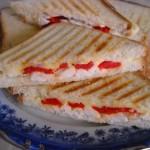 Sandwich cu pui si  ardei  copt