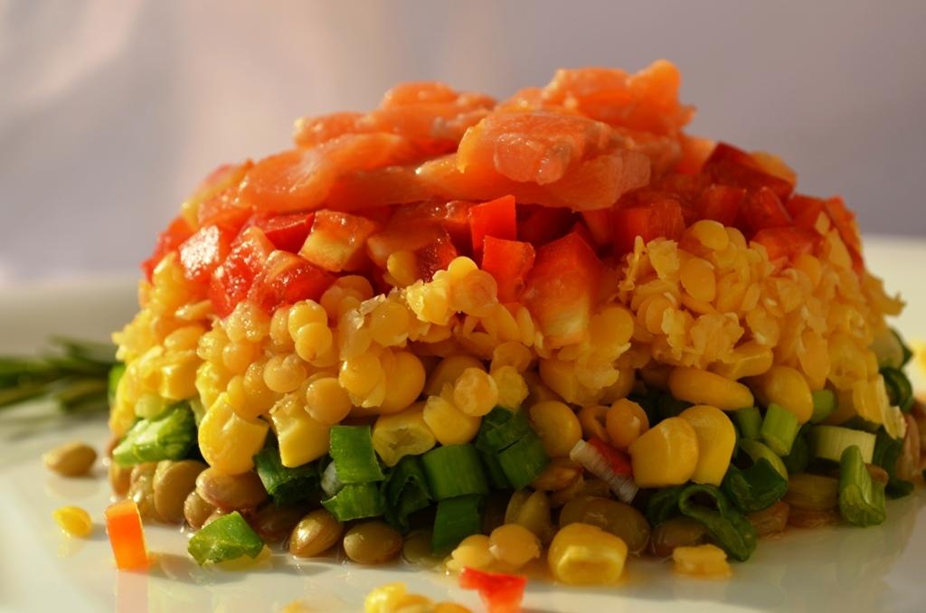 Salata de linte porumb si somon afumat
