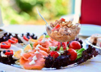 salata de peste cu sfecla rosie - sfatulparintilor.ro - pixabay_com - fish-plate-3526224_1920