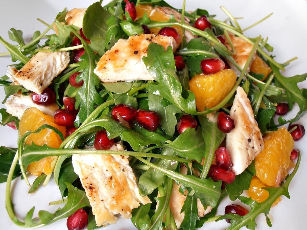 Salata de rucola cu pui portocala si rodie