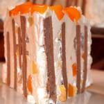 Tort cu crema de iaurt si piersici