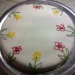 Tort cu crema de ciocolata ornat cu pasta de zahar