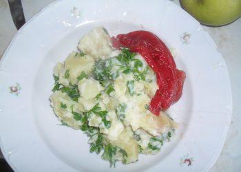 Cartofi natur cu sos ragu si pepene rosu murat