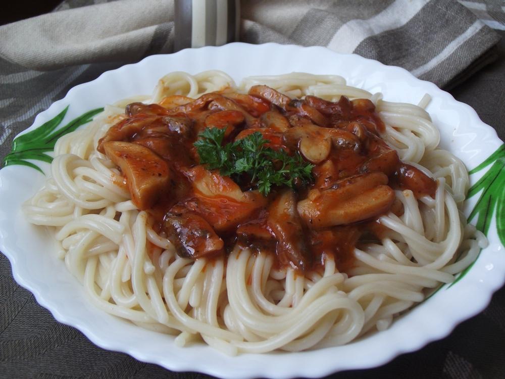 Spaghete cu sos de ciuperci