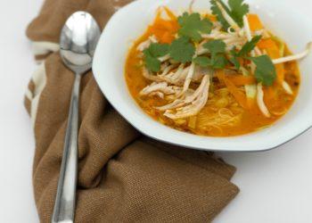 Supa de curcan cu taitei de casa - sfatulparintilor.ro - pixabay_com - ramen-4632382_1920