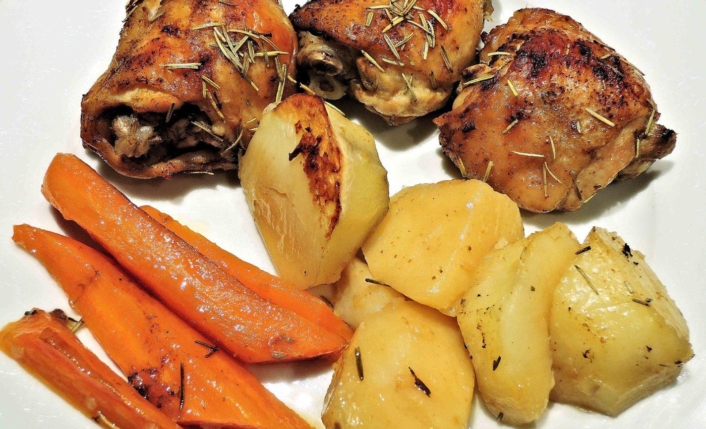 Pulpa de pui la cuptor cu cartofi natur