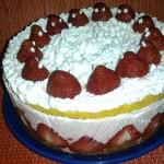 Tort cu capsune si frisca