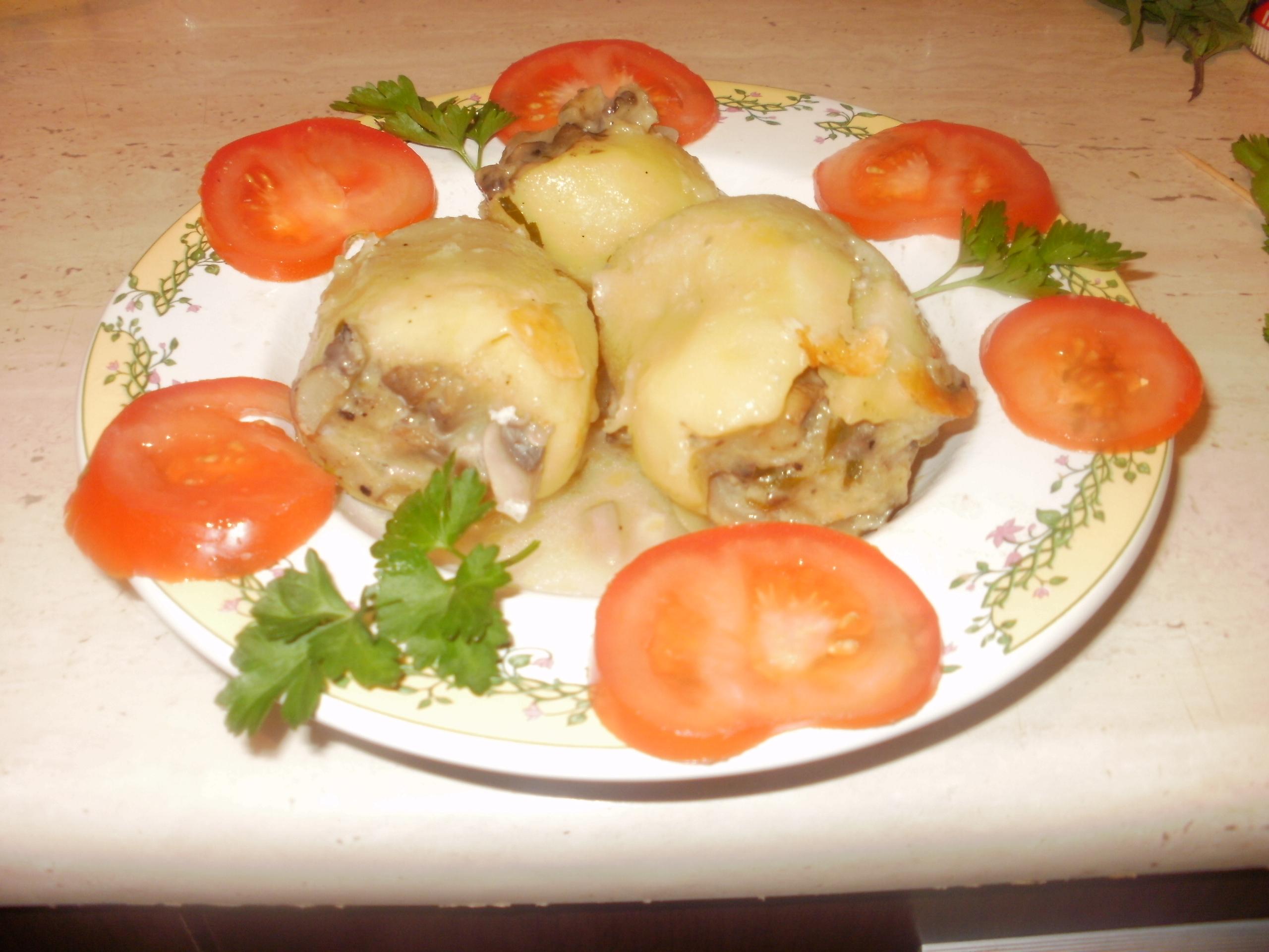 Cartofi umpluti cu ciuperci