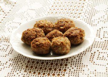 Chiftele cu carne si cartofi - sfatulparintilor.ro - pixabay-com - eating-5262234_1920