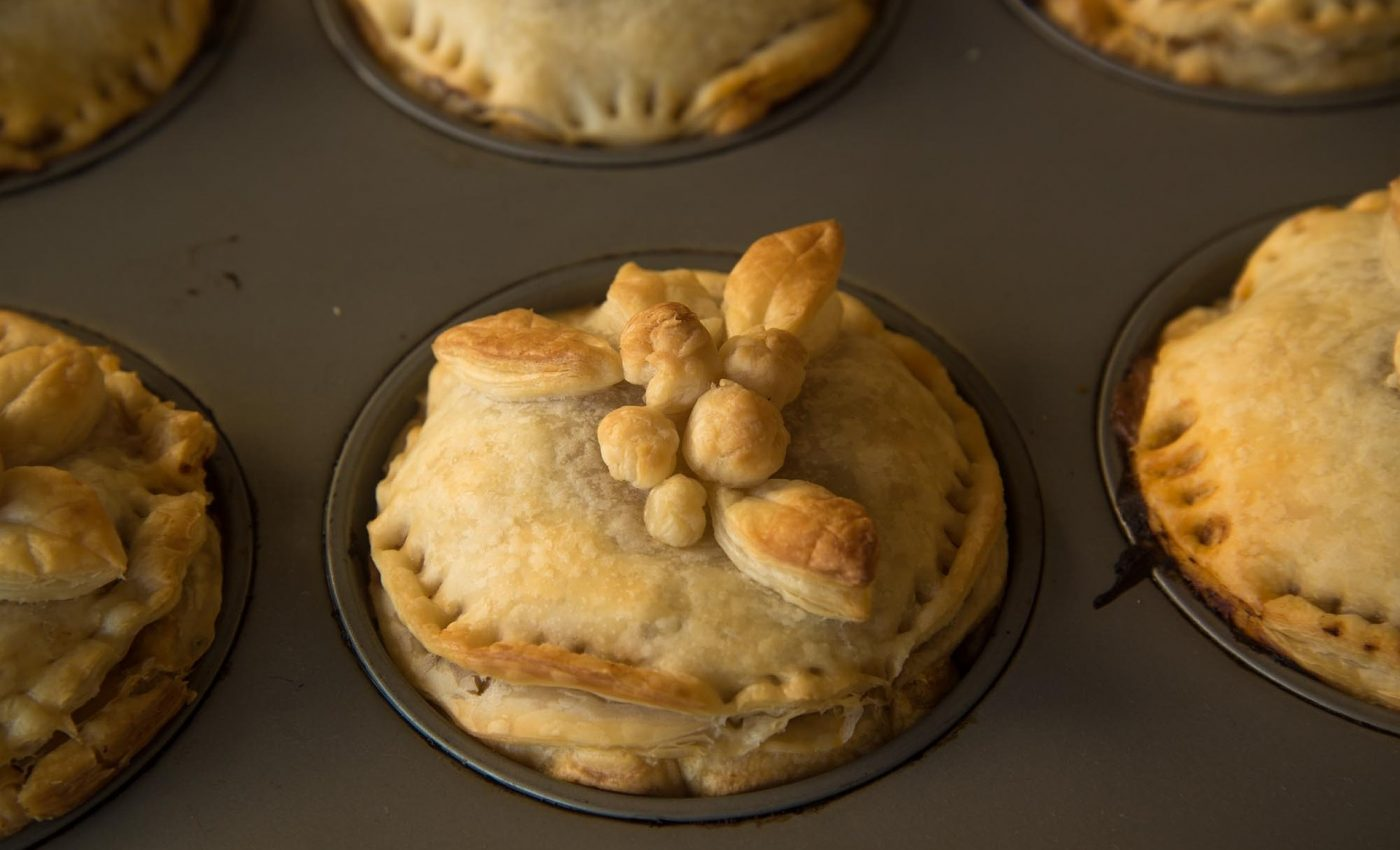 Chiftelute de pui in aluat - sfatulparintilor.ro - pixabay_com - meat-pie-273518_1920