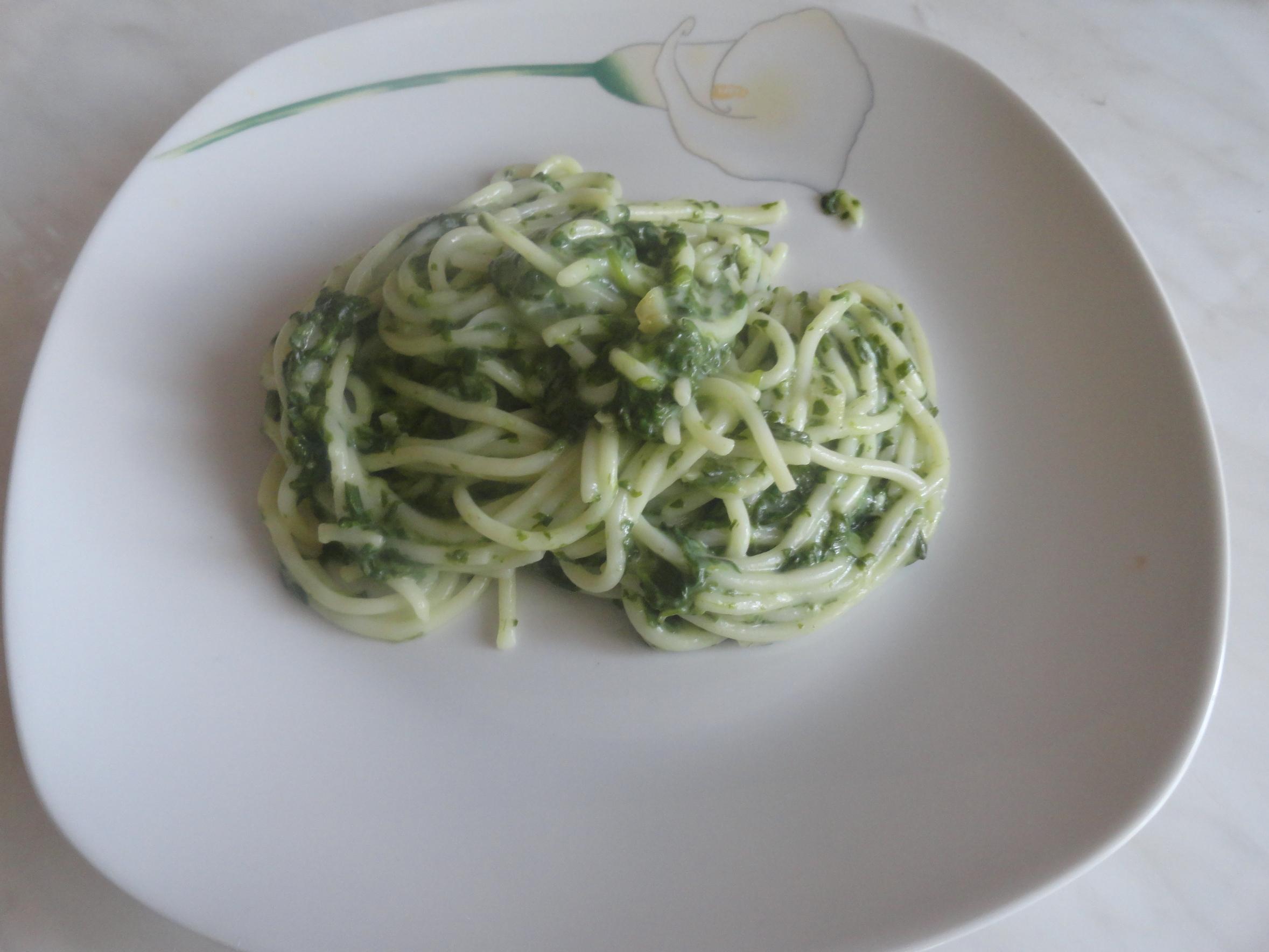 Spaghete cu sos de spanac