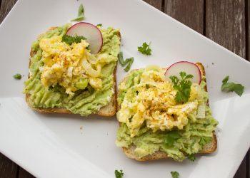sandvis cu salata de ou