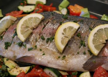 Pastrav la cuptor - sfatulparintilor.ro - pixabay_com - salmon-trout-540947_1920