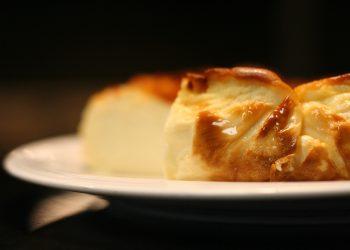 Plăcintă cu brânză dulce si iaurt - sfatulparintilor.ro - pixabay-com - cheesecake-4939713_1920