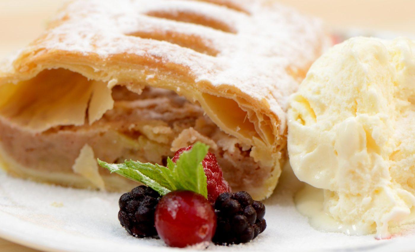 Strudel vienez cu mere - sfatulparintilor.ro - pixabay_com - food-3088309_1920
