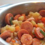 Tocana cu carnati de porc si cartofi
