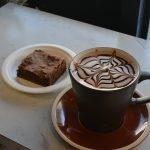 Negresa rasfatata la cafea