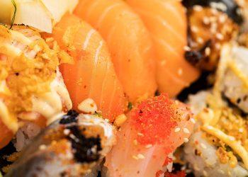 Somon cu sos de portocale - sfatulparintilor.ro - pixabay_com - sushi-1858703_1920