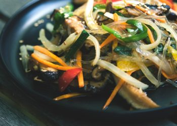 legume chinezesti la tigaie - sfatulparinitlor.ro - ryan-kwok-H6iSwrAOMG0-unsplash