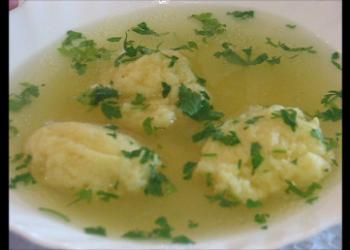 Supă cu găluşte pufoase