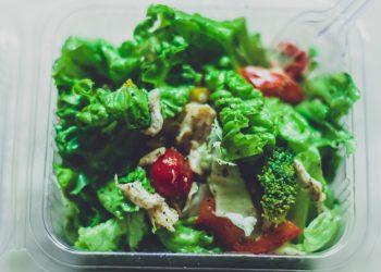 Salata calda cu peste - sfatulparintilor.ro - pixabay-com - box-of-vegetables-2819562