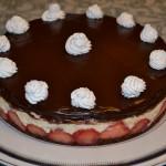 Tort cu capsune si crema de vanilie