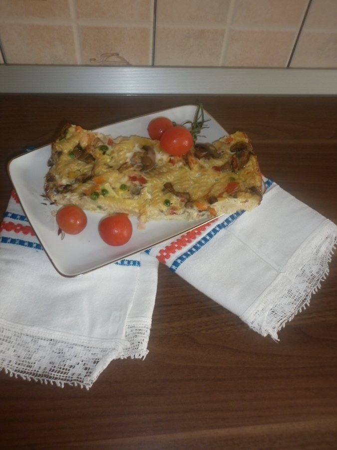 Frittata cu paste legume si sunca de pui