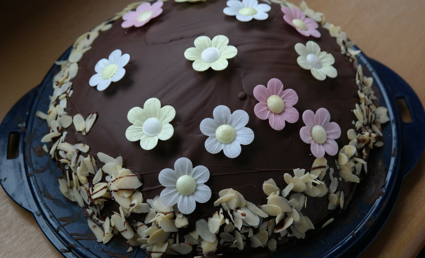 Tort de ciocolata cu banane - sfatulparintilor.ro - pixabay_com - rum-bomb-236790_1920