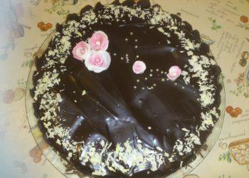 Tort mousse cu piersici si ciocolata