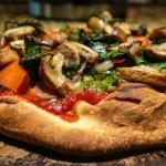 Pizza vegetariana cu aluat fara gluten