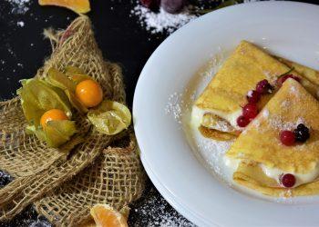 Clatite cu lapte si apa minerala - sfatulparintilor.ro - pixabay_com - pancakes-3926010_1920