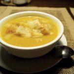 Retete pentru copii: Supa crema de legume cu crutoane (+8 luni)