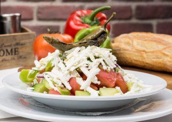 Salata cu branza - sfatulparintilor.ro - pixabay-com - bulgarian-traditional-salad-2157208_1920