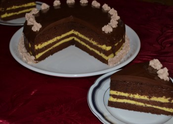 Tort de ciocolata si crema de vanilie