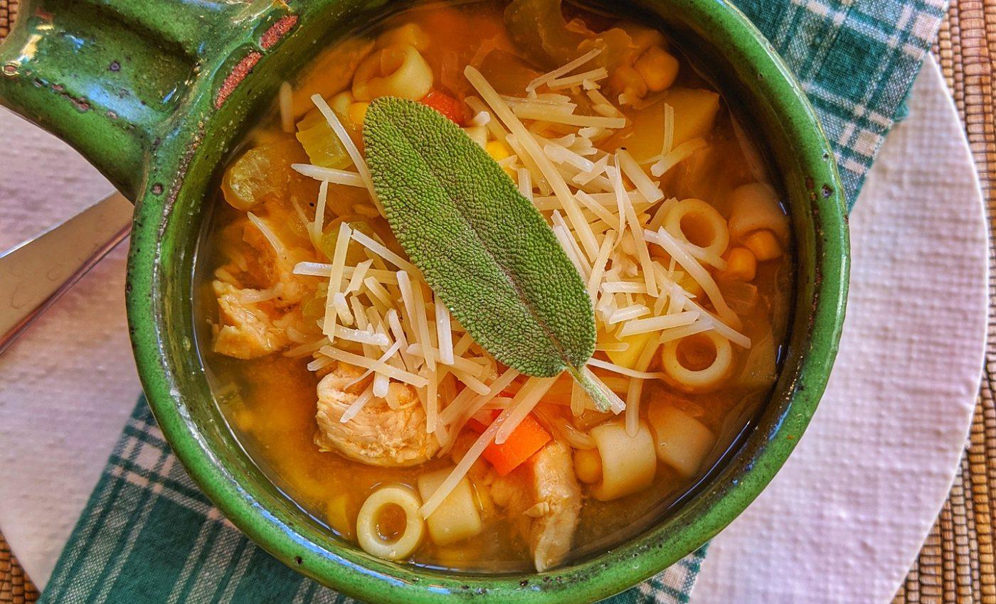 Supica de pui - sfatulparintilor.ro - pixabay_com - chicken-noodle-soup-4742070_1920