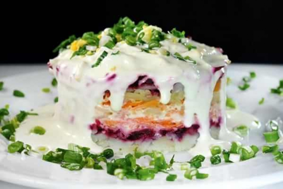Salata ruseasca cu scrumbie afumata