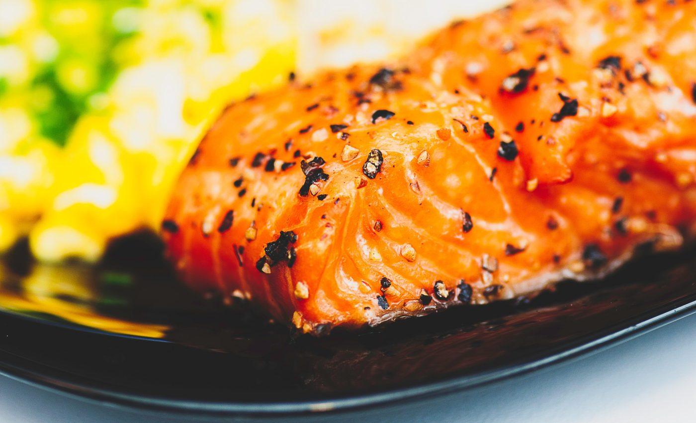 File de ton rosu cu sos de patrunjel uscat si lamaie - sfatulparintilor.ro - pixabay-com - salmon-923964_1920