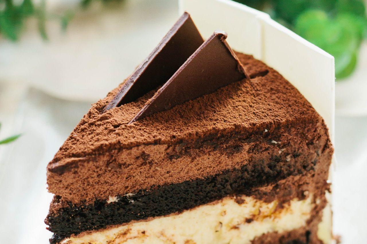 Prajitura de cacao cu crema de ciocolata alba - sfatulparintilor.ro - pexels_com - cake-chocolate-chocolate-cake-1854652