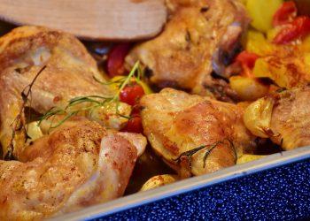 Pui la cuptor cu cartofi si ciuperci - sfatulparintilor.ro - pixabay_com - chicken-1001767_1920