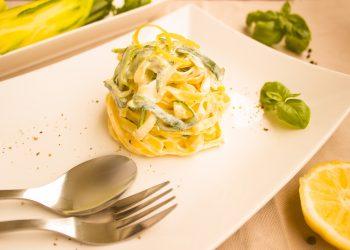 Tagliatelle cu sos de smantana - sfatulparintilor.ro - pixabay_com - noodles-1804433_1920
