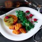 Piure duo de mazare si morcovi cu nuggets de pui si salata valeriana