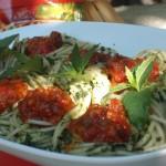 Cuiburi de Spaghetti Bolognese cu spanac si menta