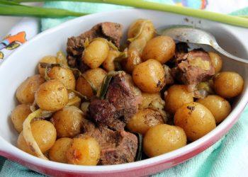 Friptura de vita cu cartofi noi la cuptor
